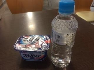 水とヨーグルト.JPG